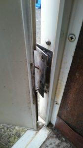 玄関ドアが閉まらないというトラブル